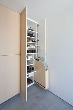 House in Yakumo by Yaita and Associates garderobe House in Yakumo by Yaita and Associates Shoe Cabinet Entryway, Shoe Cabinet Design, Shoe Storage Cabinet, Hallway Storage, Cupboard Design, Hallway Furniture, Large Furniture, Furniture Design, Interior Decorating Tips