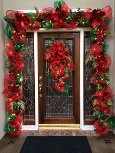 50 Simple DIY Christmas Door Decorations For Home And School Christmas Front Doors, Christmas Swags, Noel Christmas, Christmas Lights, Christmas Crafts, Outdoor Christmas Garland, Christmas Ideas, Diy Christmas Door Decorations, Outdoor Decorations