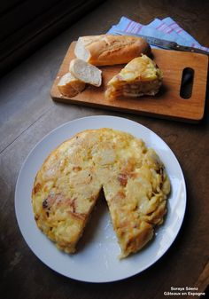 Tortilla espagnole : pommes de terre, oeufs, oignon/ Spanish Tortilla with potatoes, eggs and onions. Food Porn, Good Food, Yummy Food, Spanish Dishes, International Recipes, Cooking Time, Finger Foods, Food Inspiration, Snack Recipes
