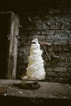 Steel City – A styled shoot from Victoria Made 'Couture Wedding Cakes'