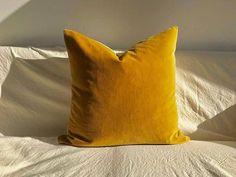 Artisan - Mustard Yellow - Velvet - Pillow Cover - Burnt Orange - Cushion - Accent Pillow - Luxury Gift - 50 x 50 cm - x Mustard Velvet Pillow Cover, Mustard Yellow Velvet Cushion, Solid Mustard Throw Pillows 50 x 50 cm x
