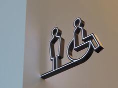 アーティゾン美術館」のここが新しい! | 青い日記帳 Hotel Signage, Wayfinding Signage, Signage Design, Environmental Graphics, Environmental Design, Branding And Packaging, Cafe Sign, Archi Design, Sign Image