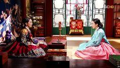 승은을 입은 동이와 장희빈의 대면♡♡Dong Yi(Hangul:동이;hanja:同伊) is a 2010 South Korean historical television drama series, starringHan Hyo-joo,Ji Jin-hee,Lee So-yeonandBae Soo-bin.About the love story betweenKing SukjongandChoi Suk-bin, it aired onMBCfrom 22 March to 12 October 2010 on Mondays and Tuesdays at 21:55 for 60 episodes.cal television drama series, starringHan Hyo-joo,Ji Jin-hee,Lee So-yeonandBae Soo-bin.About the love story betweenKing SukjongandChoi Suk-bin, it aired…