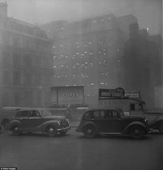 Dark as night: Morning traffic at Blackfriars, London almost at a standstill because of the blanket smog