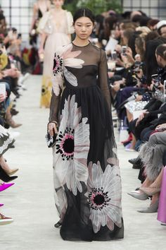 Valentino Fall 2018 Ready-to-Wear Fashion Show Collection