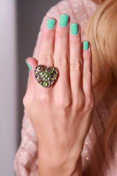 Pewter Green Heart Shape Rhinestone Decor Ring