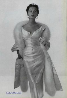 New moda vintage neckline ideas Moda Vintage, Moda Retro, Vintage Outfits, Vintage Dresses, Vintage Clothing, 1950s Dresses, 1950s Fashion Dresses, Dress Fashion, Fashion Clothes