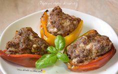 Oggi voglio proporvi una ricetta per un secondo davvero ricco e saporito: i peperoni ripieni di carne. Assolutamente da provare!