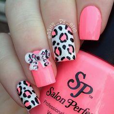 Hit Pink Leopard Bows