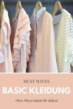 Der Kleiderschrank voll, aber wieder nichts zum Anziehen? Wir Frauen kennen das! Dabei ist ein lässiges Alltagsoutfit schnell kombiniert, wenn die passende Basic Kleidung im Kleiderschrank hängt. Auf meinem Blog erfahrt ihr alles zu den wichtigsten Basics!