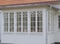 Porches, Glass Porch, Porch Greenhouse, Red Cottage, Aluminium Doors, Swedish House, Plantation Homes, Window Design, Traditional House