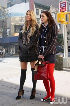 Serena and Blair - Blake Lively - Leighton Meester - Gossip Girl  I would've liked wearing uniforms better if we could've worn what they wore on gossip girl