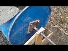 Самая бюджетная Бетономешалка смеситель для арболита приготовление смеси - YouTube Compost, Plastic Drums, 55 Gallon Drum, Concrete Mixers, Earthworms, Homemade Tools, Machine Design, Tumbler, Door Handles