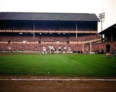 White Hart Lane, Tottenham Hotspur in the Football Stadiums, Football Team, Nostalgic Pictures, Image Foot, Tottenham Hotspur Football, White Hart Lane, Chelsea Fc, Soccer, Fans