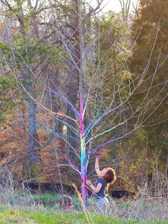 For a temporary outdoor art installation that highlights (but doesn't harm) your tree, decorate the bark in a brightly-colored chalk paste that you can make at home. Click for instructions from @FamilyFunMag!
