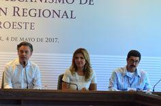 La Paz, Baja California.- Incorporar el idioma inglés dentro de la enseñanza que se imparte en las escuelas normales, propuso el gobernador