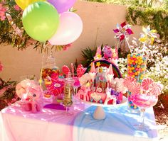 My Little Pony Party! Nice table set up