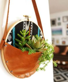 Sewing with Monteverde - leather & embroidery hoop succulent wall hanger by Cailamade Wall Hanger, Plant Hanger, Suculentas Diy, Crea Cuir, Leather Embroidery, Succulent Wall, Succulent Planters, Succulents Garden, Embroidery Hoop Crafts