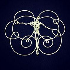 Serie anjos - colar em prata com banho de ródium. Peça única. R$300