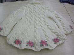 Abrigo blanco bordado espalda