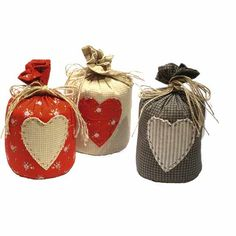doorstops - keep seeing this tied doorstop think its cute! Sewing Crafts, Sewing Projects, Craft Projects, Doorstop Pattern, Nautical Cushions, Patchwork Heart, Craft Stalls, Door Stop, Simple Gifts