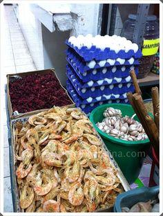 En todos estos puestos encontrarás camarones secos de diversos tamaños!