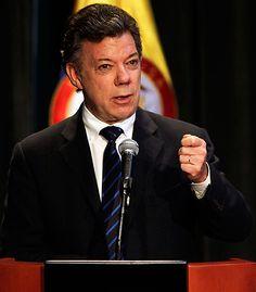 """""""El tiempo apremia, el proceso de paz debe avanzar con más rapidez"""", advirtió el martes 3 de septiembre Juan Manuel Santos. El Presidente de Colombia también reiteró que el país tiene derecho a construir su paz, tal y como lo considere pertinente: http://www.elpais.com.co/elpais/judicial/noticias/fuerzas-militares-tendran-seguridad-juridica-postconflicto-presidente-santos"""