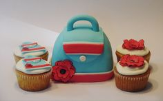 https://flic.kr/p/a6F6mX | Purse cakelet with coordinating cupcakes