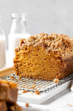 This is seriously the BEST pumpkin bread. Not only is it super moist, but it also has a pumpkin spice streusel topping and a sticky maple glaze. It's so easy to make and it will quickly become your favorite pumpkin bread recipe. Best Pumpkin Bread Recipe, Moist Pumpkin Bread, Pumpkin Recipes, Great Desserts, Dessert Recipes, Brunch Recipes, Delicious Desserts, Tolle Desserts, Breads