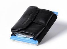 """Free shipping worldwide We ship within 3 daysThe Night Guard 2.0 Pull now as vegan version. Made of premium pleather. 2.0 Pull: the bigger coin pocket is easily to shut with an elastic band Still very small: 6,5 cm x 5,5 cm, very light: only 15 gramms deadweight Finest quality: The """"Space Wallet"""" is made in Germany - perfect processing, triple stitched Night Guard: classical and timeless"""