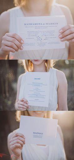 zusammenpassende Hochzeitspapeterie von www.papierhimmel.com #Hochzeitseinladungen #Menükarten #Dankeskarten Fotos von Hochzeitsfotograf Roland Faistenberger www.faistenberger.com
