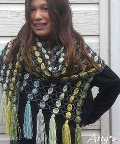 Stupenda sciarpa all'uncinetto con punto che potrebbe permettere di utilizzare le rimanenze di fili.