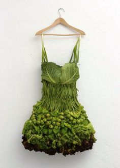 Funny pictures about Creative food art. Oh, and cool pics about Creative food art. Also, Creative food art. L'art Du Fruit, Fruit Art, Fruit Salad, Cobb Salad, Natural Food, Natural Beauty, Sarah Illenberger, Amazing Food Art, Awesome Food
