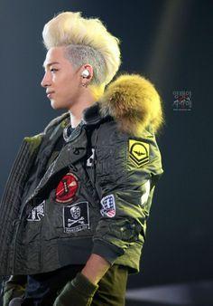 Taeyang ♕ // Concert in Seoul Btob, G Dragon Hairstyle, Bigbang Concert, Top Choi Seung Hyun, Gd And Top, Culture Pop, K Pop Music, Great Smiles, Big Bang