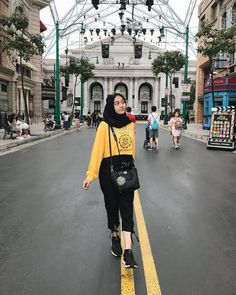 Style hijab casual indonesia ideas for 2019 Holiday Fashion, Holiday Outfits, Trendy Fashion, New Fashion, Girl Fashion, Fashion Outfits, Dress Fashion, Trendy Style, Fashion Clothes