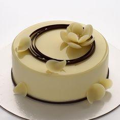"""Новинка """"Тирамису"""" - головокружительное сочетание ароматного кофе, молочного шоколада с ликером Baileys и нежного сливочно-сырного мусса с белым шоколадом☕️Вкусом я полностью довольна, осталось немножко доработать рецепт и скоро я покажу вам разрез. Торт будет добавлен в мою линейку десертов @ms_entremet и доступен для заказа✨ Cake Decorating Frosting, Creative Cake Decorating, Cake Decorating Techniques, Creative Cakes, Food Cakes, Cupcake Cakes, Cupcakes, Fancy Desserts, Delicious Desserts"""