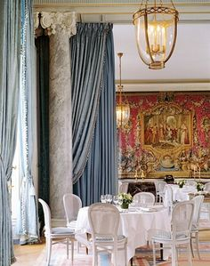 Glamorous dining room in Paris : Architectural Digest