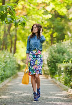 TIE BOW-TIE: FLORAL PENCIL SKIRT & YELLOW BAG