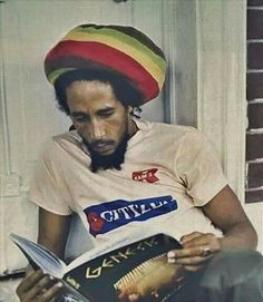 """"""" Don't gain the world and lose your soul. Wisdom is better than silver and gold. Bob Marley Legend, Reggae Bob Marley, Reggae Rasta, Rasta Man, Reggae Music, Rock Music, Rastafarian Culture, Bob Marley Pictures, Dreadlocks"""
