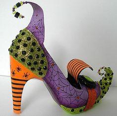 Cipőt is lehet díszíteni, szerintem inkább dísznek, mint felvenni, de persze TE lehetsz bevállalósabb:) Hozzávalók: www.gyongyvasar.hu/gyongy