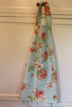 StoneGable: Apron Tutorial with instructions for making your own pattern from an old apron.