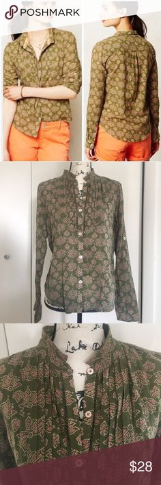"Holding Horses Anthropologie Ismay Button Down Holding Horses Anthropologie Ismay Button Down Top Shirt Women's Size 4. Pre-loved. No holes or stains. Size – 4 100% cotton. green hobo print with contrasting fabric at neck and cuff trim.  Long sleeve; can be rolled & buttoned at tab and worn as 3/4 sleeve. Pleated detail at ""bib area"" at chest Also an inserted with a narrow crochet lace. Button placket; collared Light weight almost gauzy feel. Measurements flat lay: bust 40"", shoulder to…"