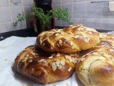 Αφρατα τσουρέκια! Greek Easter, Bagel, Yummy Food, Bread, Blog, Recipes, Delicious Food, Brot, Recipies