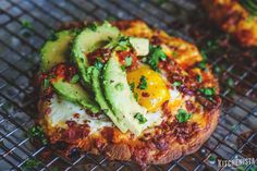#HelloNaan Open Faced Breakfast Sandwich with Bacon, Avocado & Harissa (#Ad) - The Kitchenista Diaries