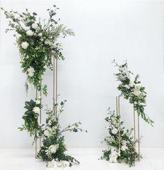 A modern ceremony backdrop 🌿 Wedding Altars, Wedding Ceremony Decorations, Wedding Table, Tall Wedding Centerpieces, Beach Wedding Flowers, Floral Wedding, Flower Installation, Deco Floral, Wedding Event Planner