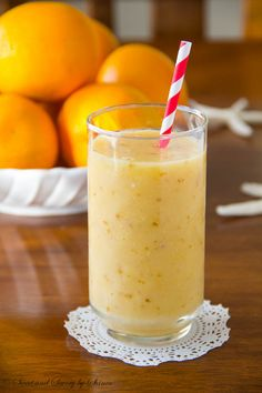 Deliciously refreshing tropical smoothie that will send your mind to a warm beach, no matter where you are. | www.sweetandsavorybyshinee.com
