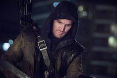 Arrow: Oliver pede ajuda de antigo amigo - http://popseries.com.br/2016/11/02/arrow-5-temporada-human-target/