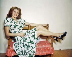 Rita Hayworth, Old Hollywood Stars, Golden Age Of Hollywood, Classic Hollywood, Divas, Vintage Beauty, Vintage Fashion, 1940s Fashion, Vintage Clothing