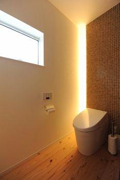 おしゃれなトイレコーディネート術8選!最高のくつろぎ空間にしよう♪ | ギャザリー Toilet Room, Electrical Appliances, Oeuvre D'art, Wall Lights, Bathtub, Shower, Interior Design, Lighting, Architecture