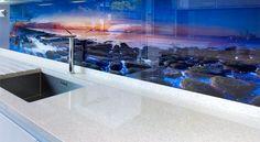 Kitchen splashback in glass digitally printed Küchen Design, House Design, Glass Printing, Kitchen Units, Glass Kitchen, Kitchen Backsplash, Backsplash Ideas, Cool Kitchens, White Kitchens